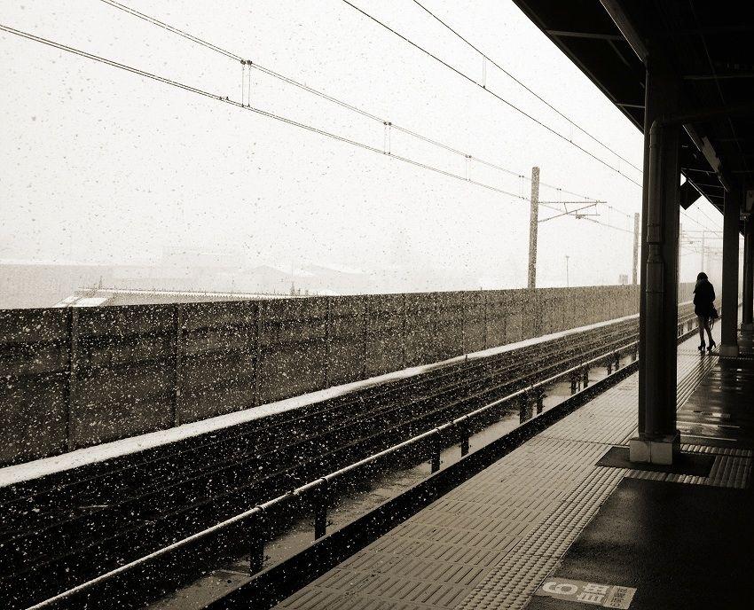 ある雪の降る駅で